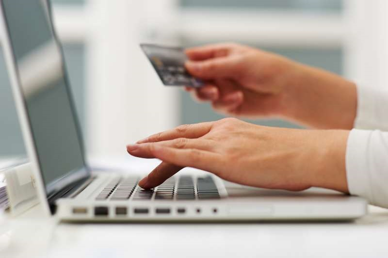 A rigid payment options give customers the reason to leave the site and go for the others